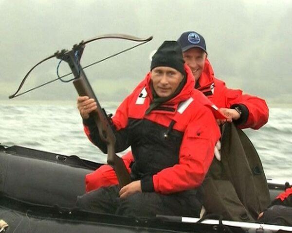 Путин на Камчатке поохотился на китов в научных целях