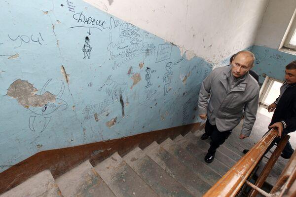 Премьер-министр РФ Владимир Путин в Петропавловске-Камчатском побывал в женском общежитии
