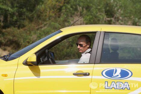 Премьер-министр РФ Владимир Путин отправился в поездку по новой трассе Чита – Хабаровск на машине Лада Калина