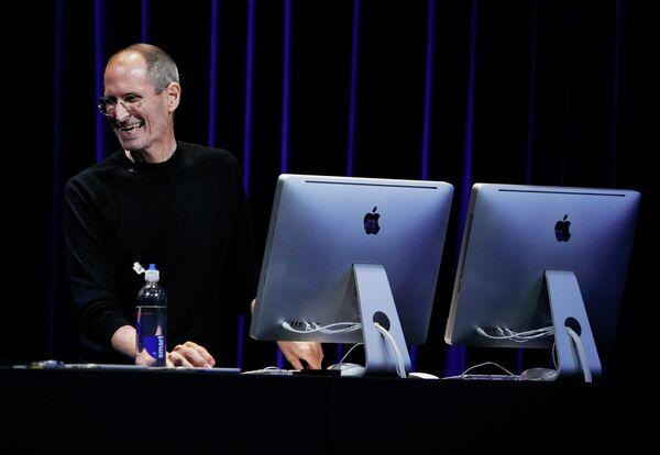 Глава корпорации Apple Стив Джобс на презентации новинок компании