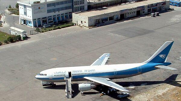 Самолет в кабульском международном аэропорту
