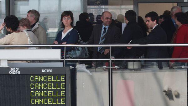 Пассажиры отмененных рейсов в аэропорту Пулково. Архив