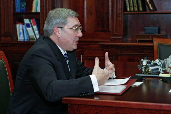 Губернатор Новосибирской области В.Толоконский во время встречи с премьер-министром РФ В. Путиным