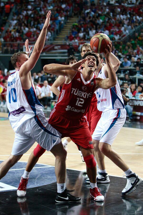 Игровой момент матча Сербия – Турция