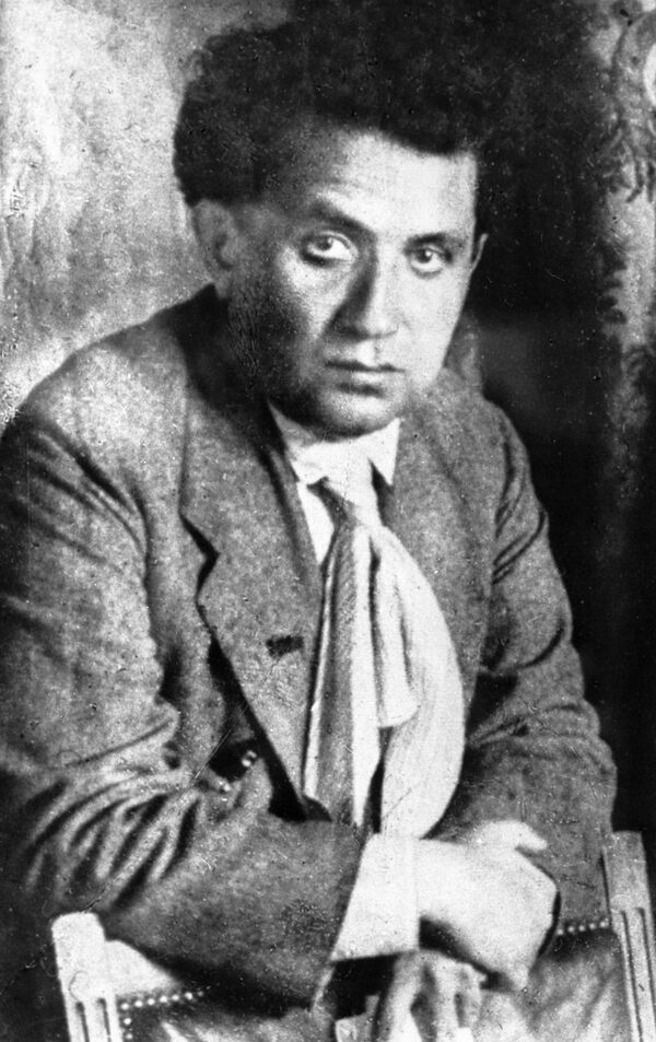 Советский партийный и государственный деятель Григорий Зиновьев