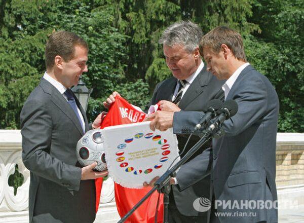 Президент РФ встретился с игроками сборной России по футболу