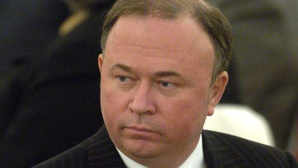 Вcлед за Юрием Лужковым недоверие выражено известной телепрограмме Андрея Караулова Момент истины