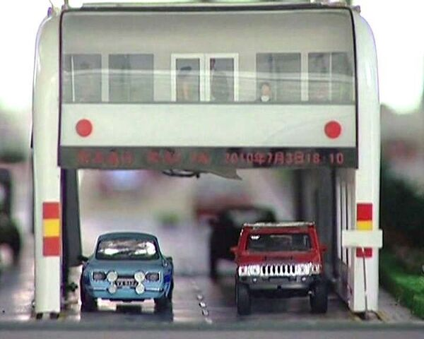 Китайский автобус со встроенным тоннелем победит пробки