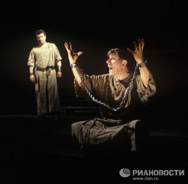 Сцена из спектакля по пьесе Э.Радзинского Беседы с Сократом