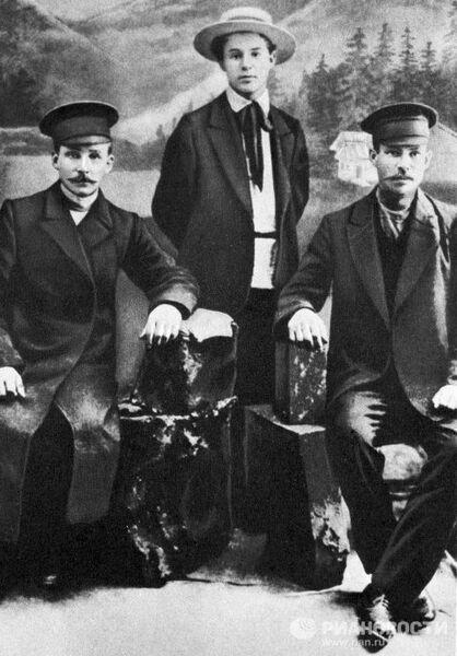 Есенин с отцом и дядей