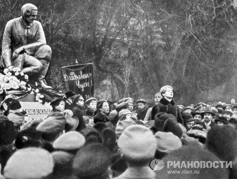 Сергей Есенин на открытии памятника Кольцову