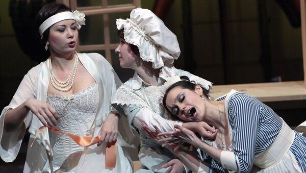 Генеральная репетиция оперы Моцарта Свадьба Фигаро на русском языке. Архивное фото