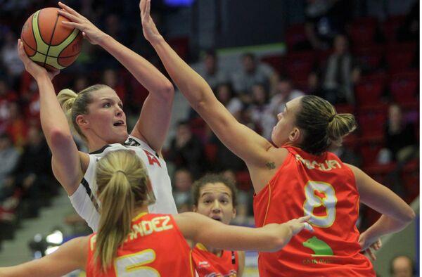 Игровой момент матча США - Испания на чемпионате мира по баскетболу среди женщин