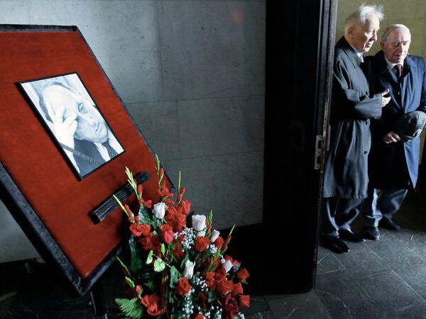 Прощание с основателем Института США и Канады, академиком АН СССР Георгием Арбатовым