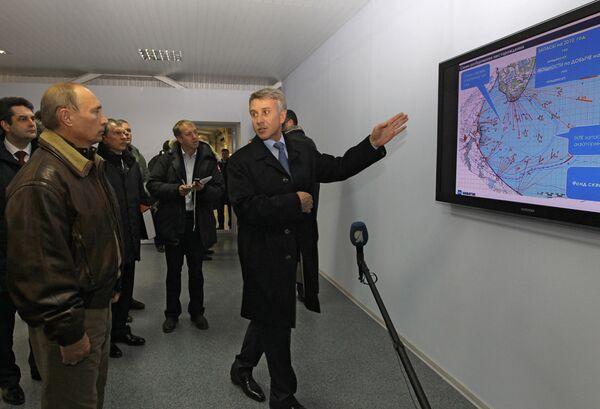 Премьер-министр РФ Владимир Путин посетил Юрхаровское газоконденсатное месторождение