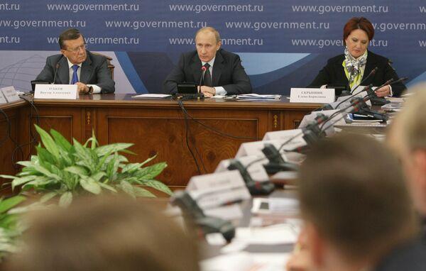 Премьер-министр РФ Владимир Путин провел совещание в Ростовской области