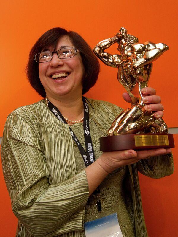 Вручение премии ТЭФИ-2010 журналистке Манане Аламазян