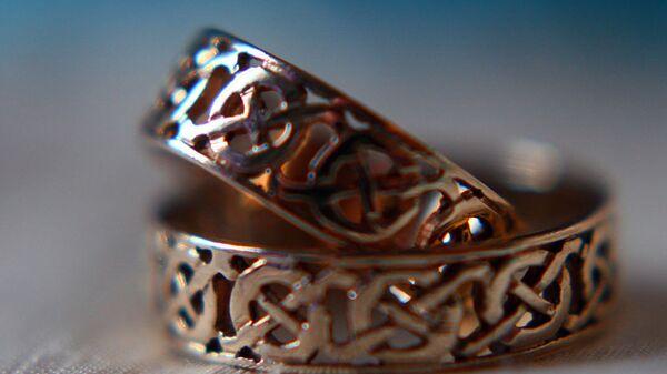 Два обручальных кольца. Архивное фото