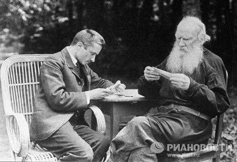 Писатель Толстой со своим секретарем Булгаковым