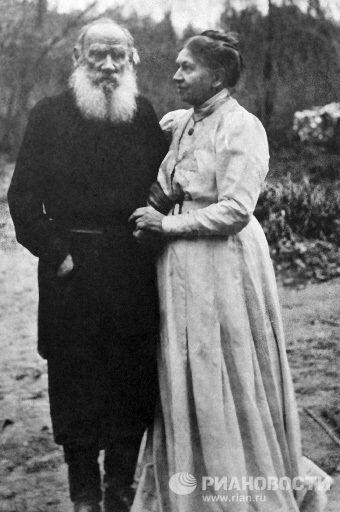 Лев Николаевич Толстой с женой Софьей Андреевной