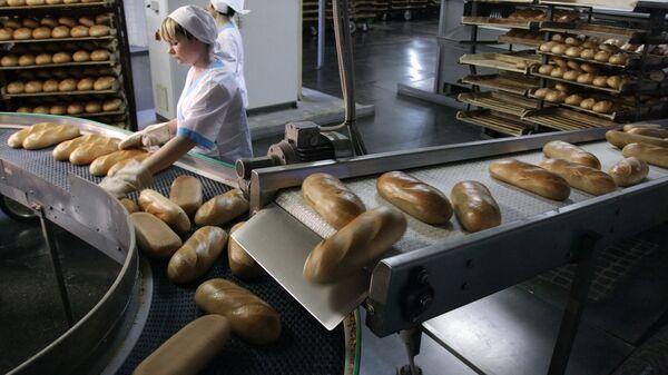 Работа линии по производству хлебобулочных изделий