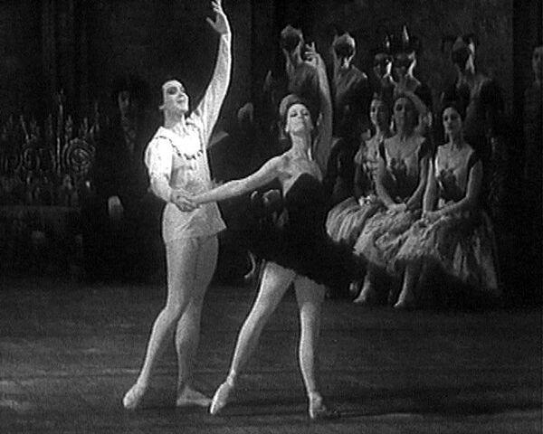 Майя Плисецкая и Николай Фадеечев в балете Лебединое озеро. 1964 год