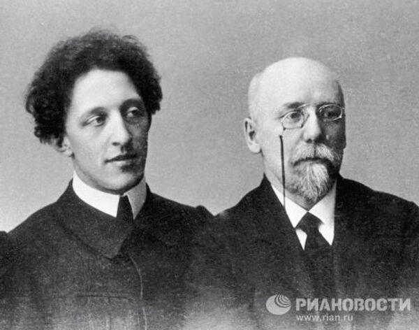 Поэты Александр Блок и Федор Сологуб.
