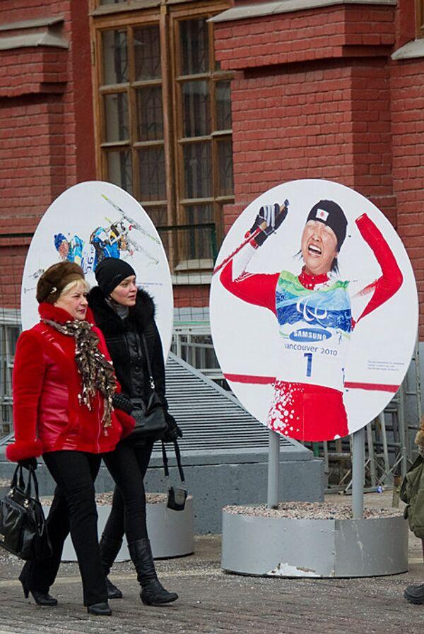 Уличная фотовыставка Спорт без преград на Манежной площади