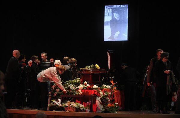 Прощание с поэтессой Беллой Ахмадулиной