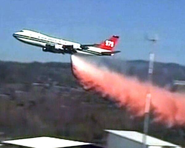 Крупнейший противопожарный самолет борется с огнем под Хайфой