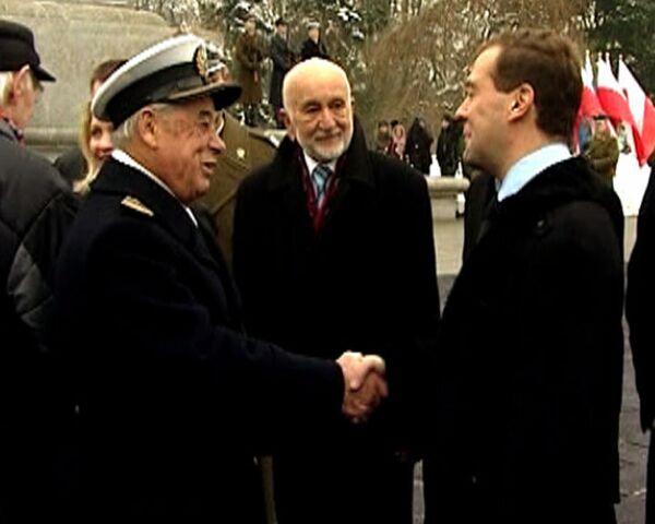 Польские ветераны вместе с Медведевым почтили память советских воинов