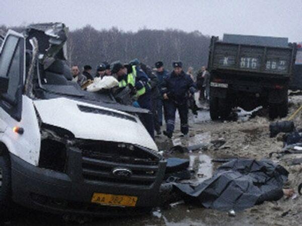 Маршрутка столкнулась с грузовиком под Тулой