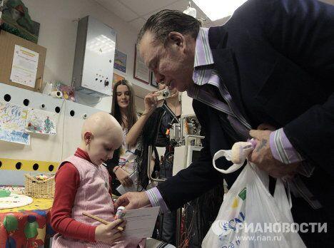 Микки Рурк посетил детское онкологическое отделение больницы № 31 в Санкт-Петербурге