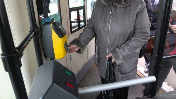 Общественный транспорт на улицах города Москвы. Архив
