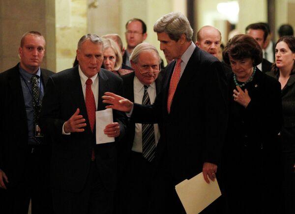Демократ Джон Кэрри и республиканец Джон Кил после секретной сессии по договору с РФ по СНВ