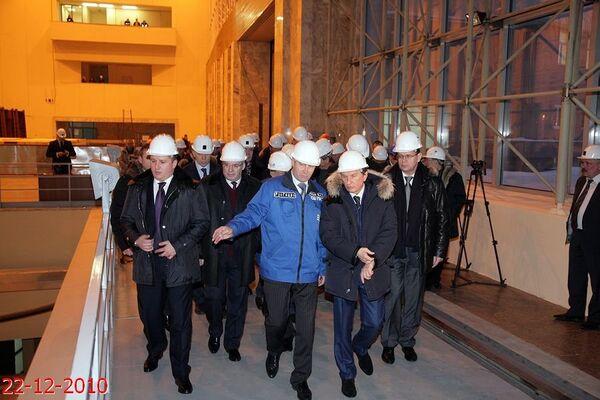 Руководство ОАО РусГидро, вице-премьер правительства РФ Игорь Сечин, власти республики Хакасия приняли участие в запуске гидроагрегата №3 Саяно-Шушенской ГЭС