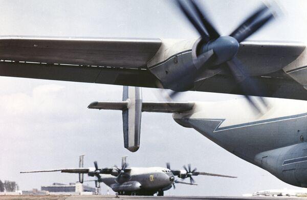 Самолет Ан-22