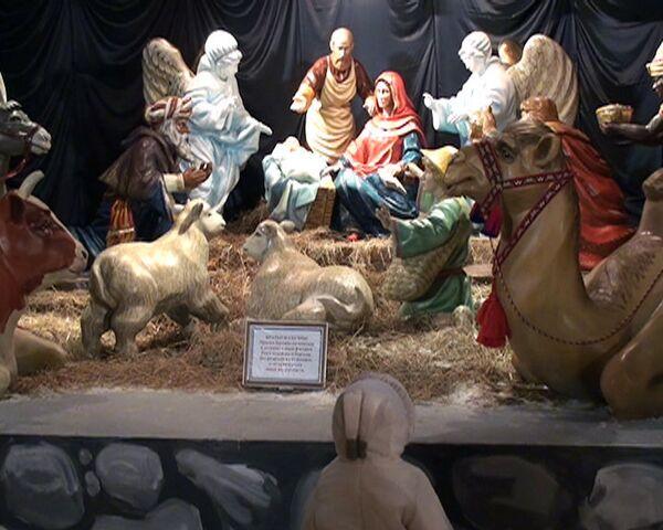 Православные храмы Петербурга к Рождеству украсили вертепами