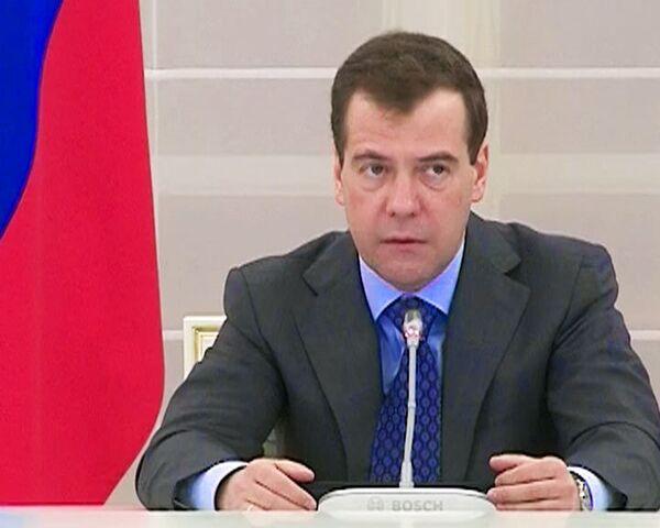 Медведев попросил Общественную палату помочь в борьбе с коррупцией