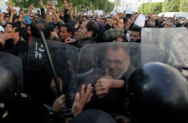 Массовые демонстрации в Тунисе