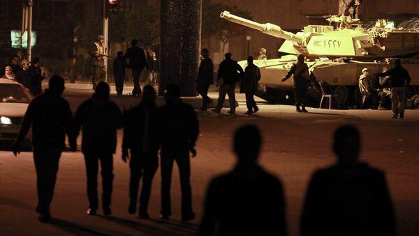 Военный патруль на улице Каира