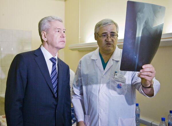 Мэр Москвы Сергей Собянин посетил городскую больницу № 31, где находятся пострадавшие в результате теракта в аэропорту Домодедово. Архив