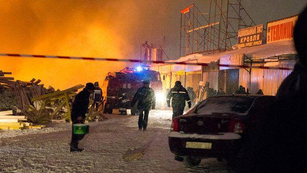 Пожар на строительном рынке Мельница