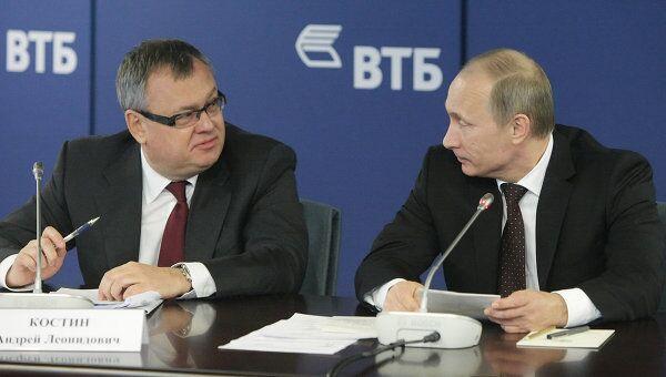 Премьер-министр РФ Владимир Путин и председатель правления ОАО Банк ВТБ Андрей Костин. Архив