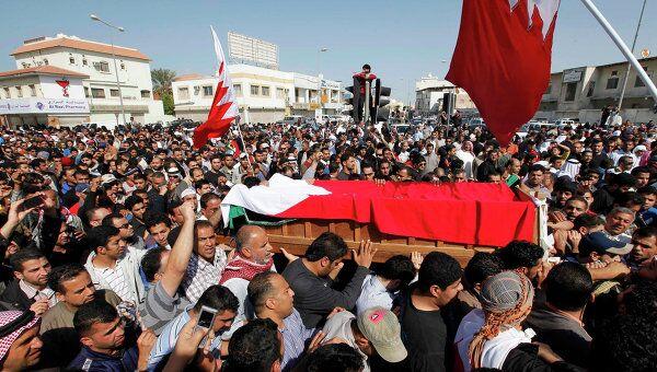 Участники антиправительственных демонстраций в Бахрейне