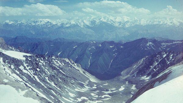 Панорама Заалайского хребта. Архивное фото