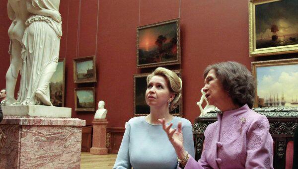 Супруга президента РФ Светлана Медведева и испанская королева София посетили Русский музей