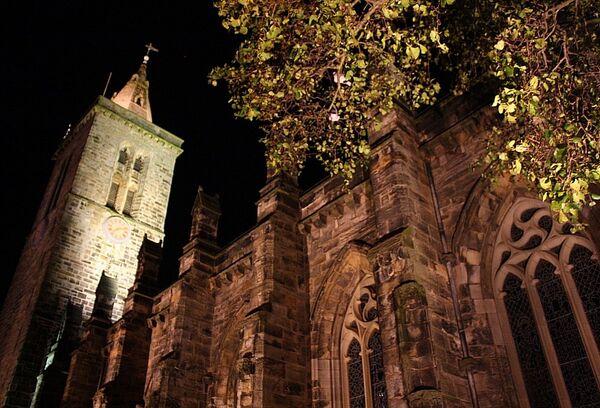 Университет Сент-Эндрюс (Шотландия). Часовня Святого Спасителя (St Salvator's Chapel) ночью.