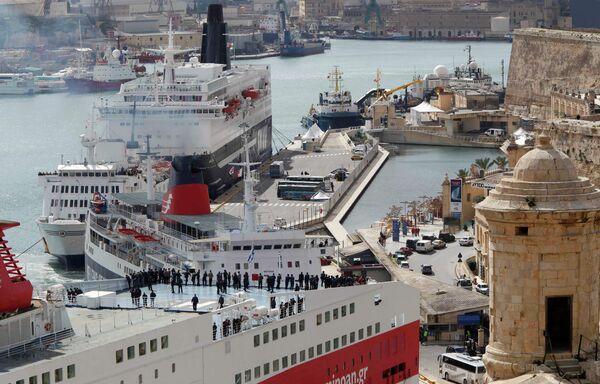 Порт мальтийского города Валетта, куда прибывают сда с эвакуаированными из Ливии гражданами