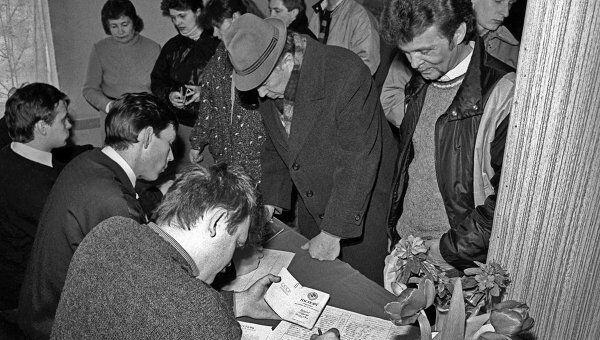 На избирательном участке в Литве в день Всесоюзного референдума 1991 года